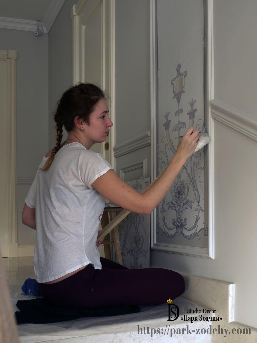Барельеф и роспись стен в интерьерах