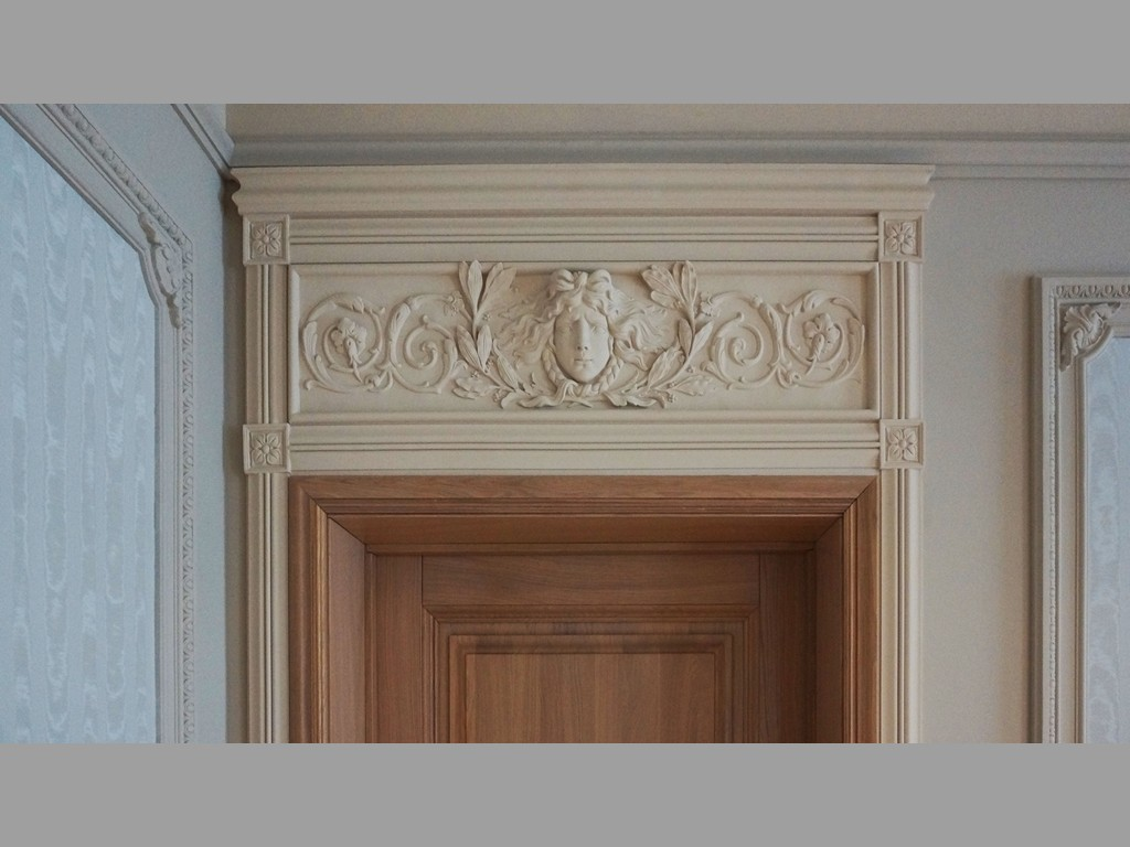 The decoration of the arch moldings