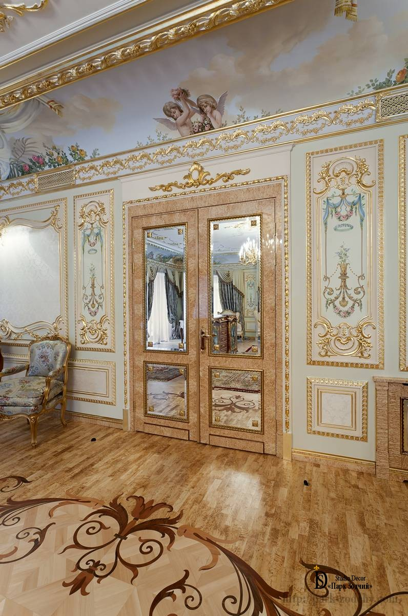 Mirror doors bedroom in Baroque style