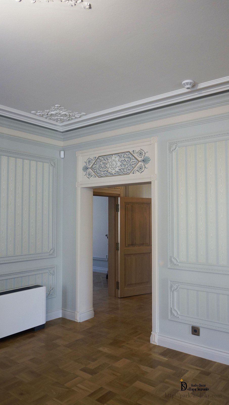 Hall decoration with stucco and painting grisaille