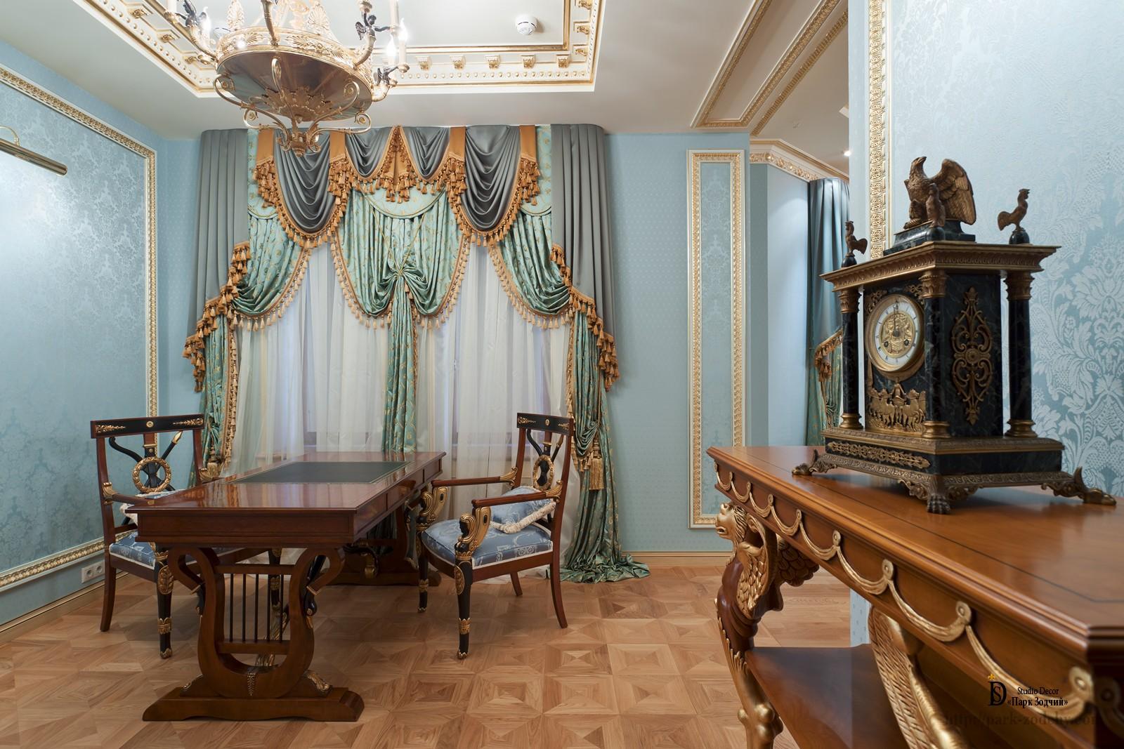 Кабинет в стиле ампир с необычной мебелью