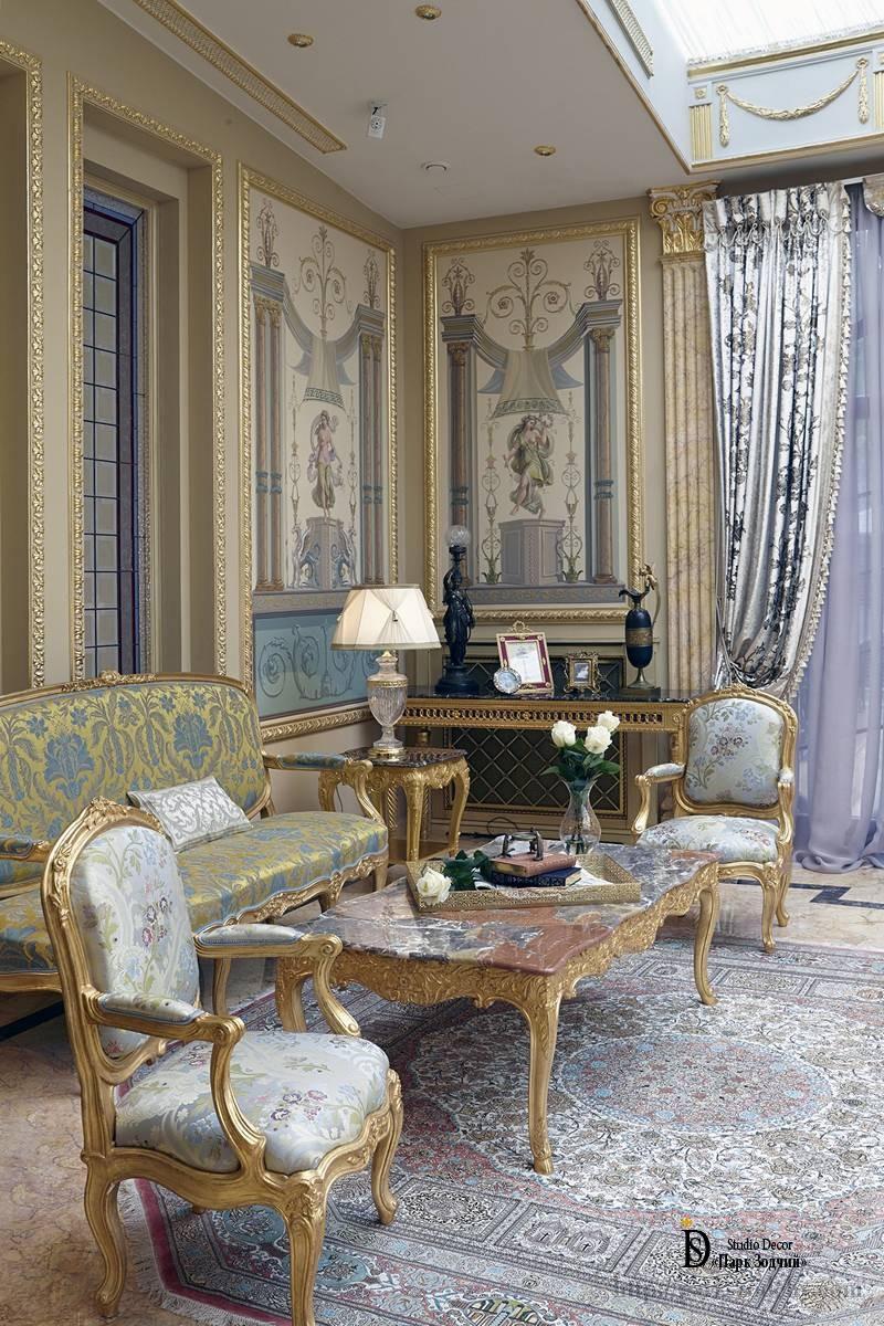 Классическая гостиная с эксклюзивным интерьером