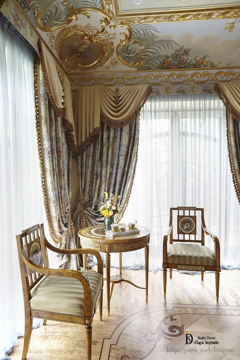 Гостиная с эксклюзивной росписью падуги
