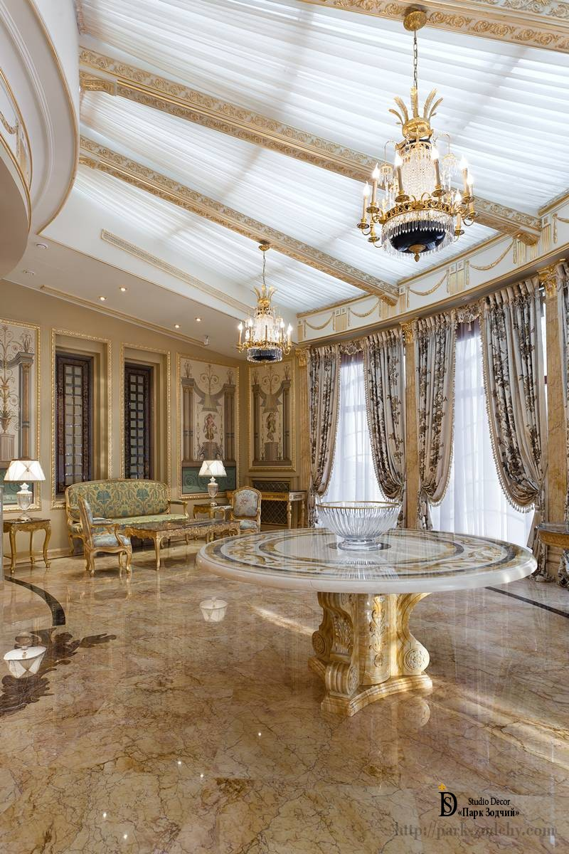 Огромные потолочные окна в гостиной