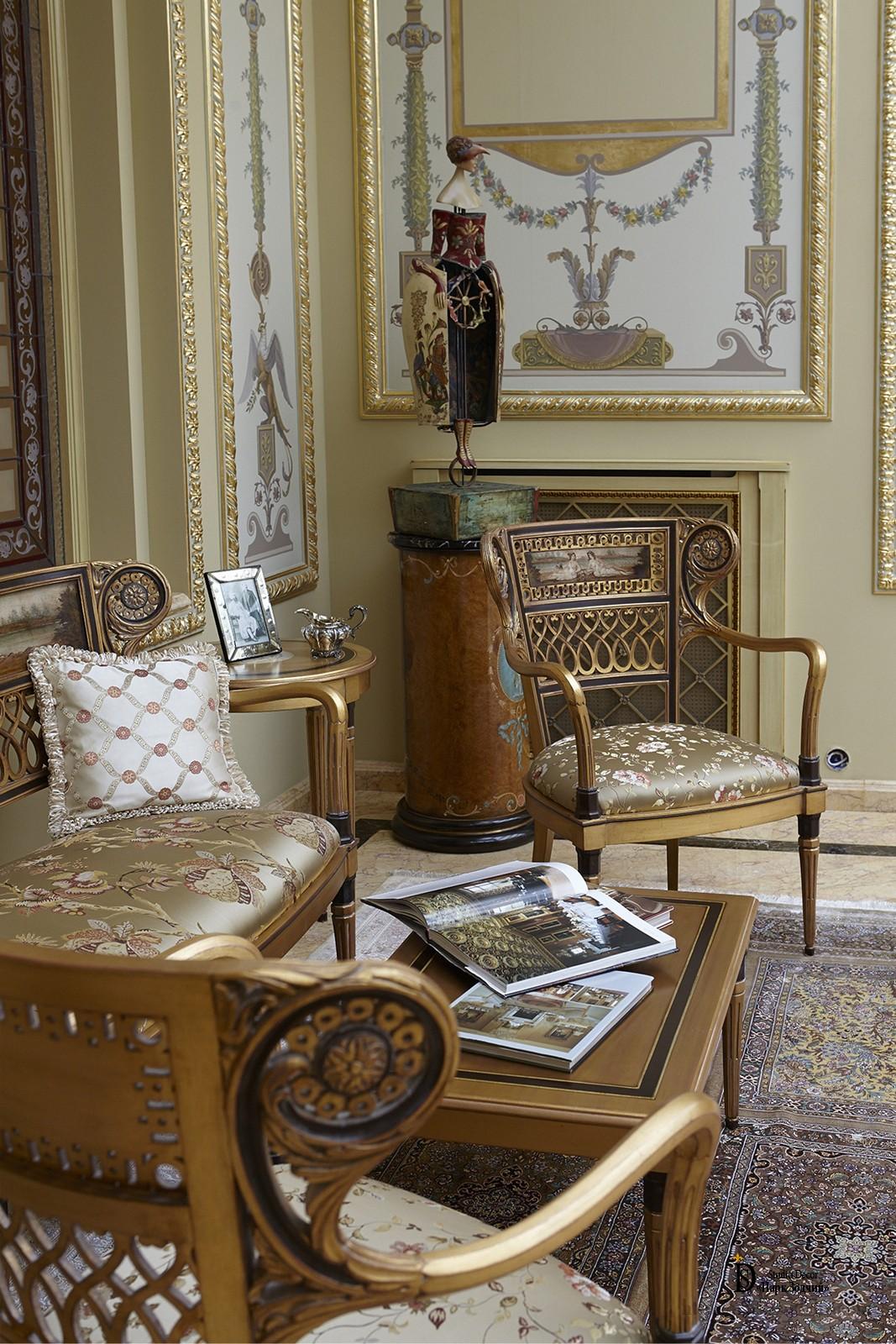 Легкая золоченая мебель в игровой классического стиля