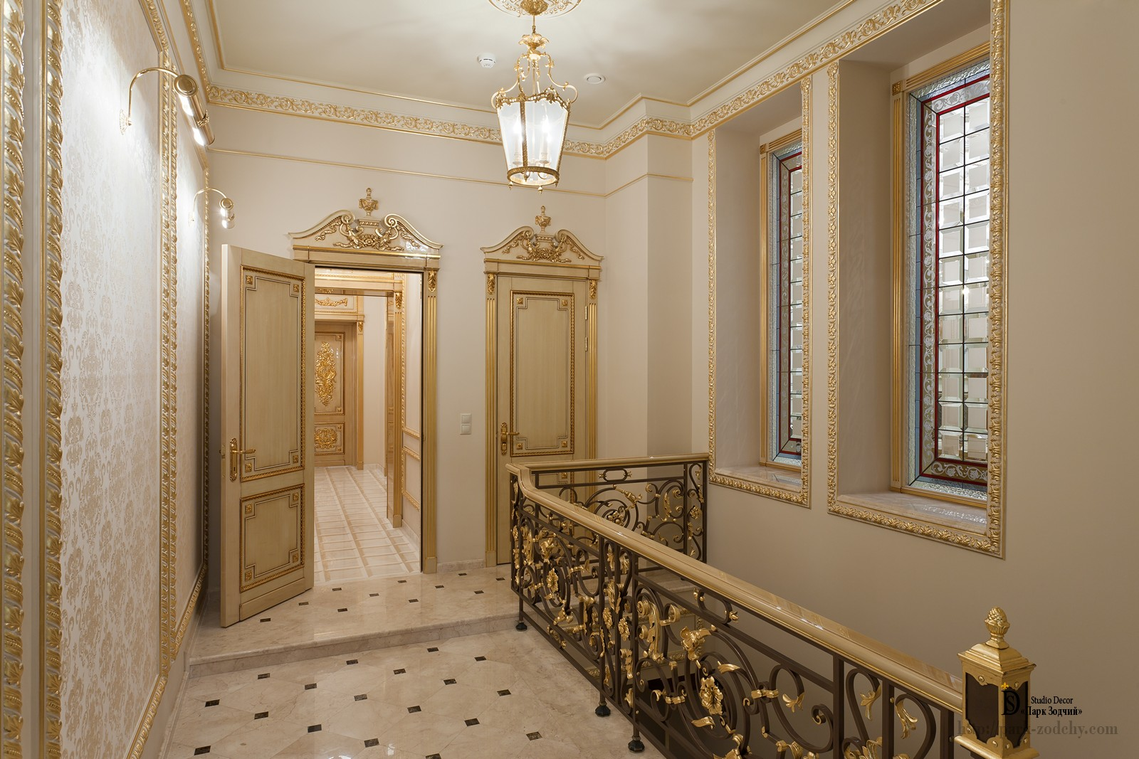 Gilding in the decoration of the stairs of a country mansion