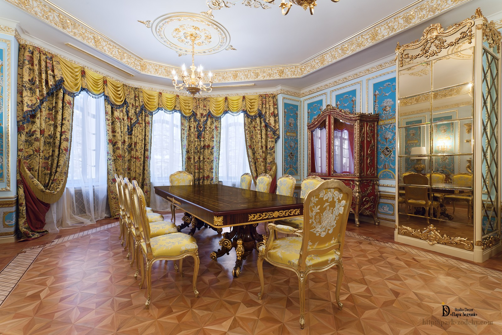 Nightingale in the Baroque style with gilded moldings and parquet