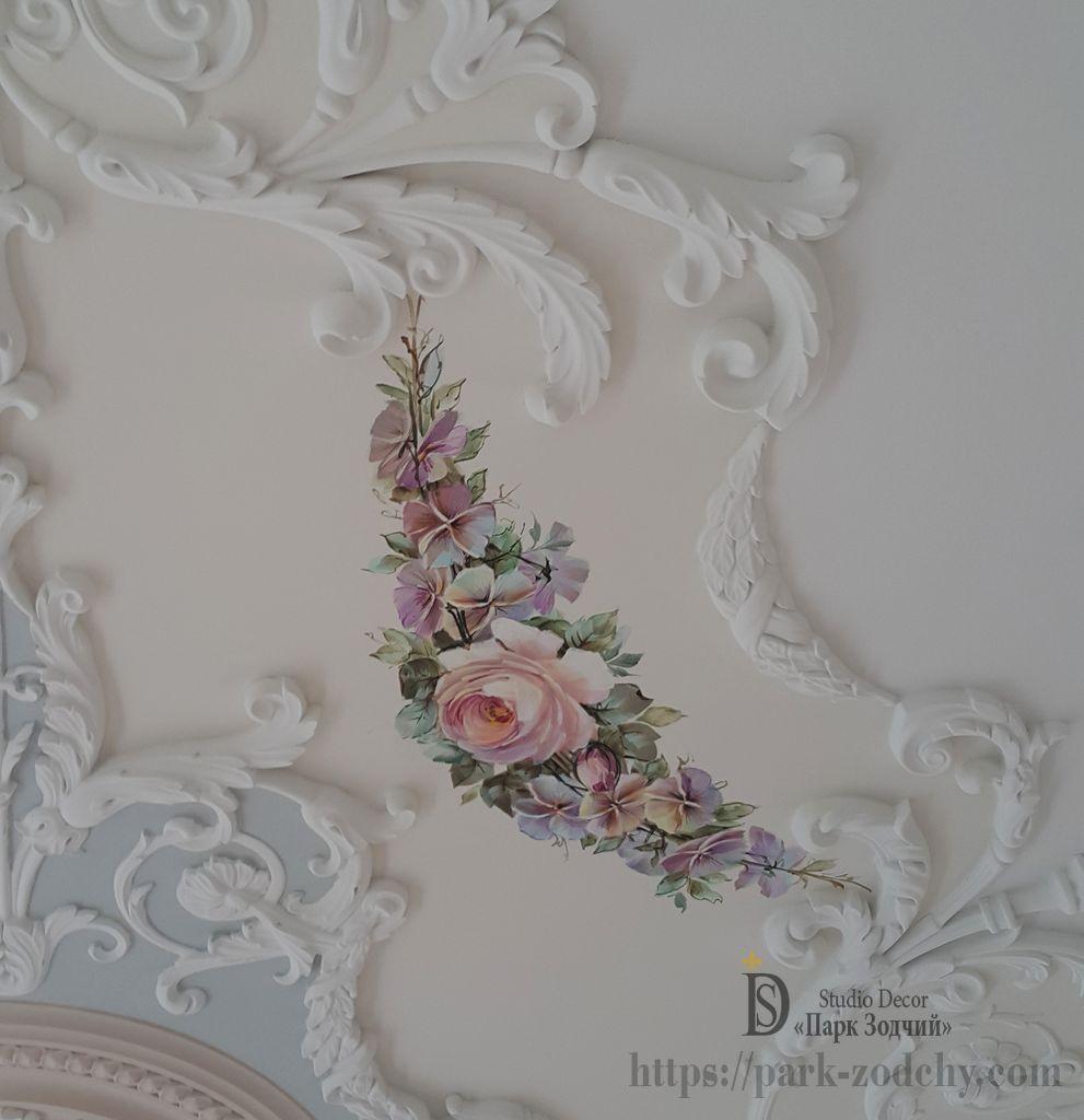 Выполнение росписи потолка
