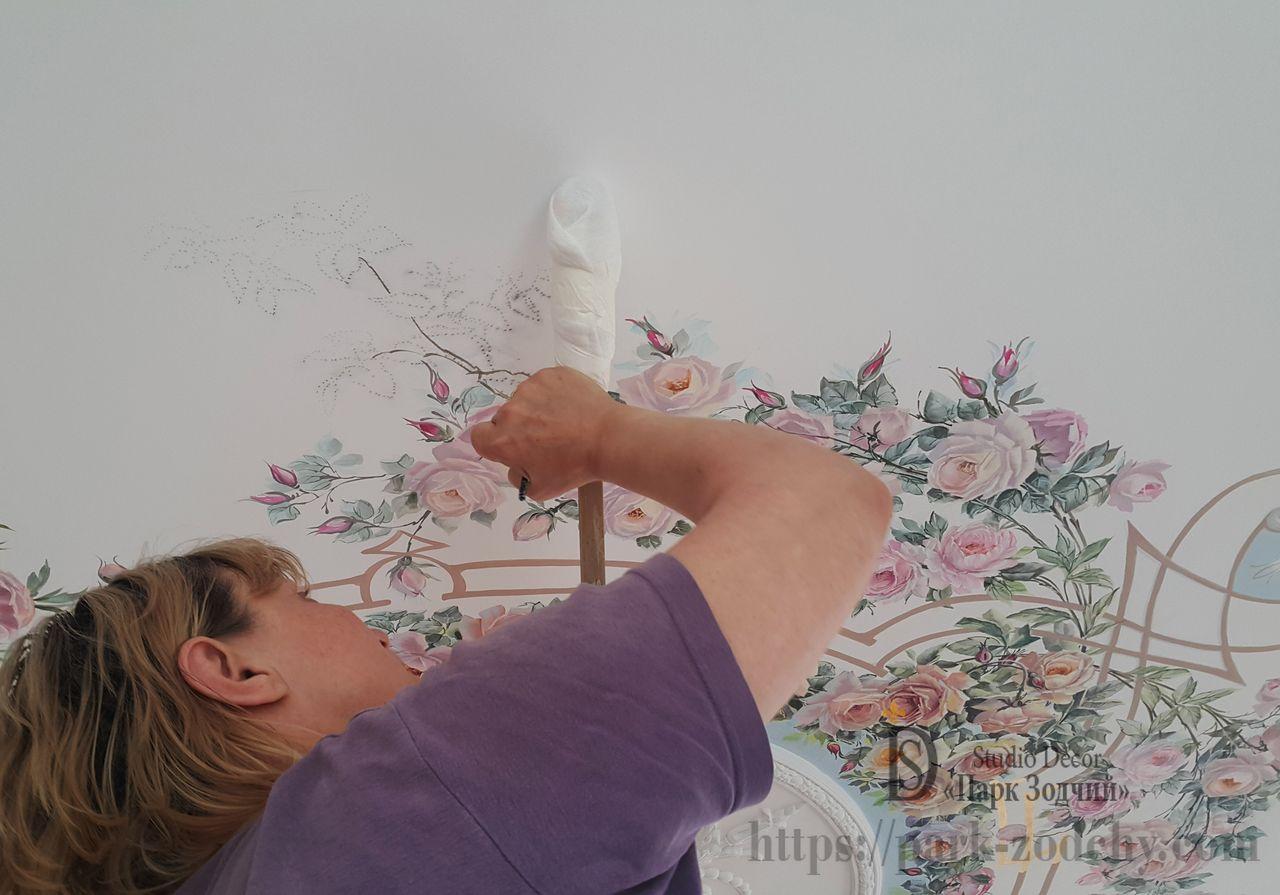 Фрагмент росписи лепной розетки