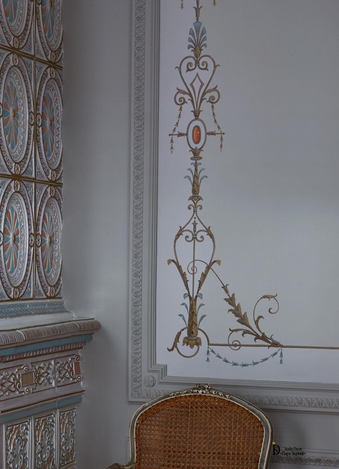 Роспись стен в зале