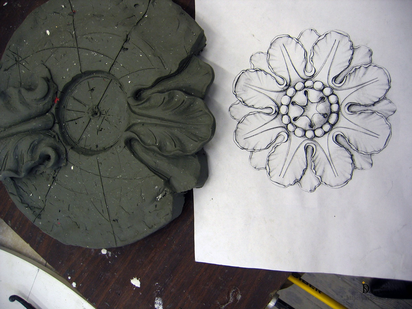 эскиз и модель из пластилина гипсовой лепнины