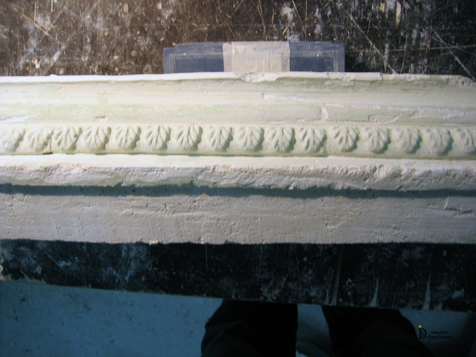 restoration of stucco on the ceiling