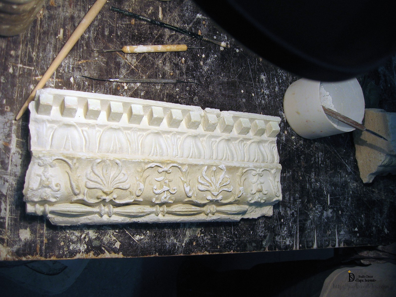 molding cornice before restoration