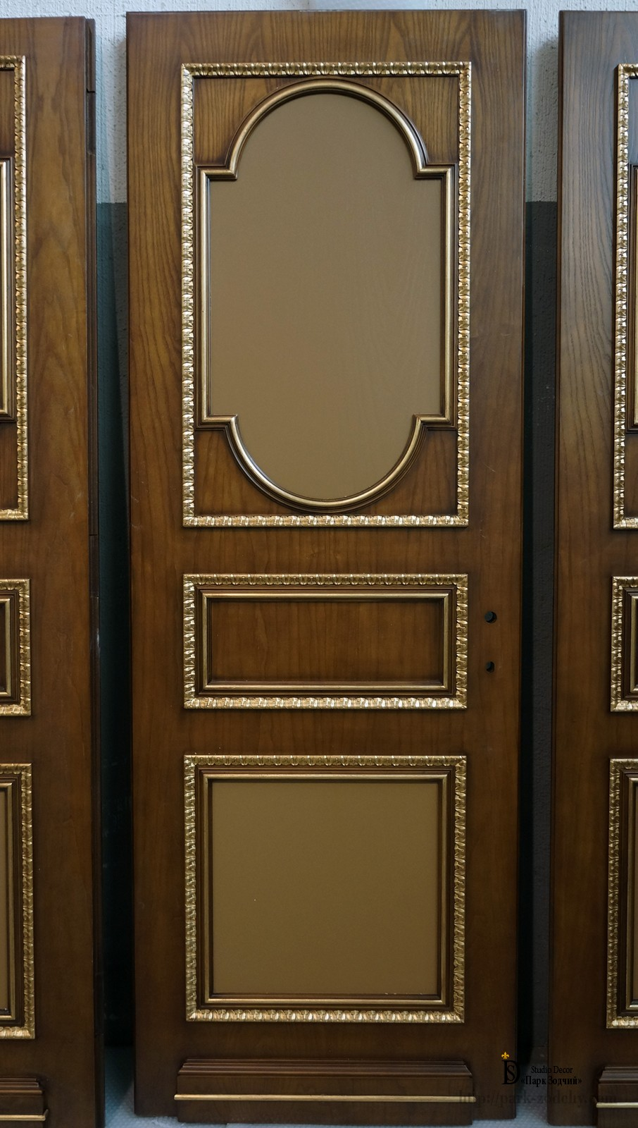 The finish of the door leaf gilding