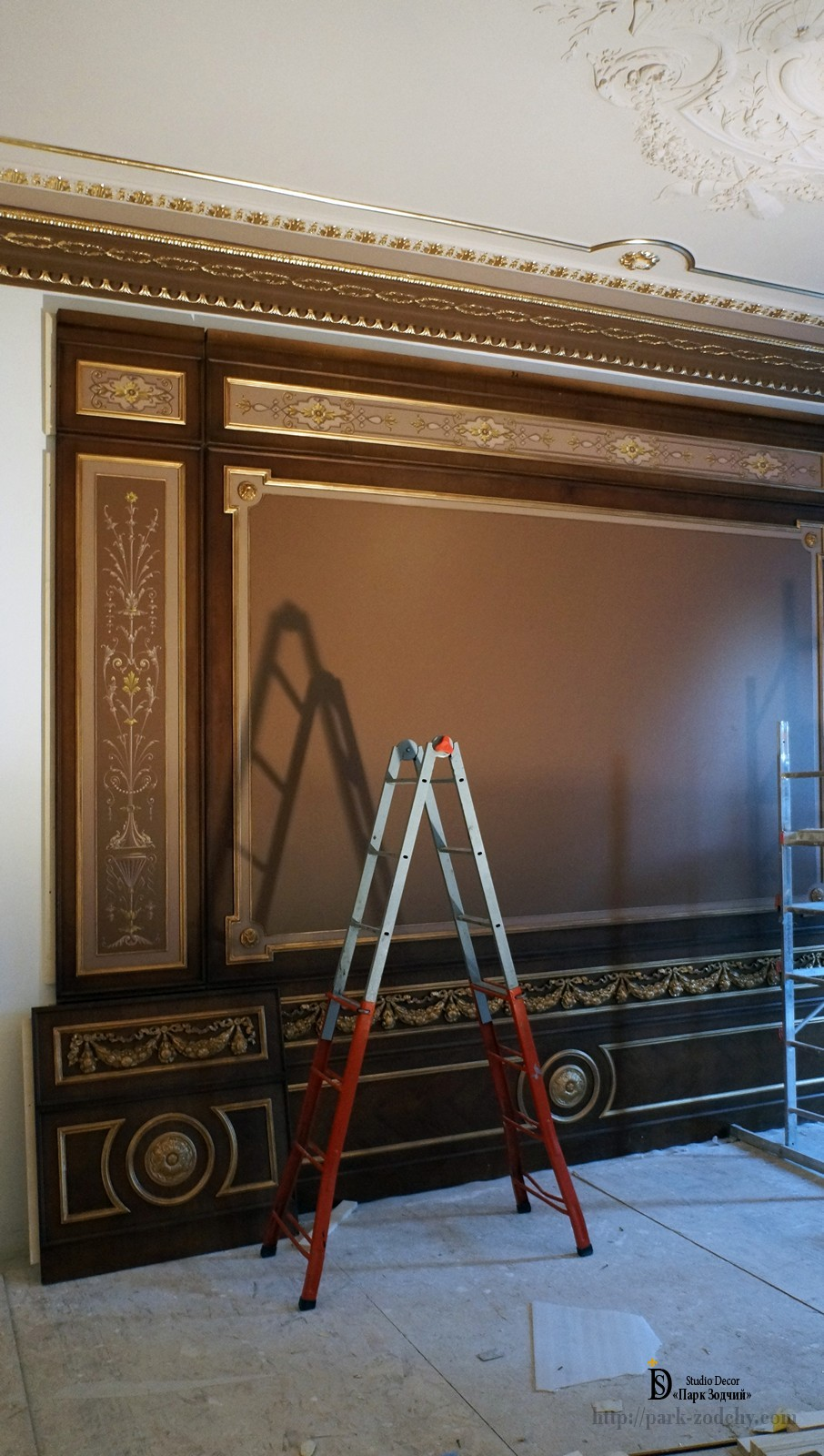 Assembling wood panels with gilding