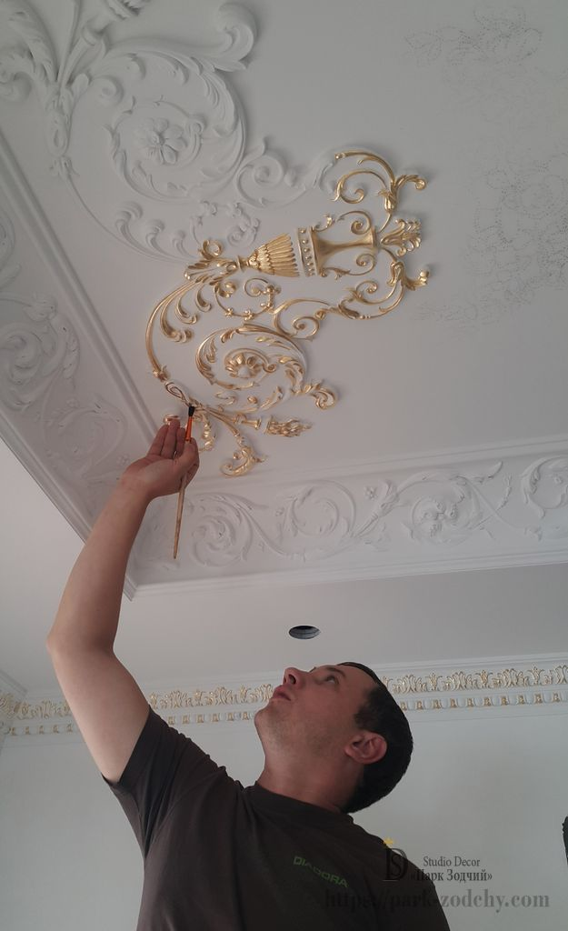 Applying paint to the gilding