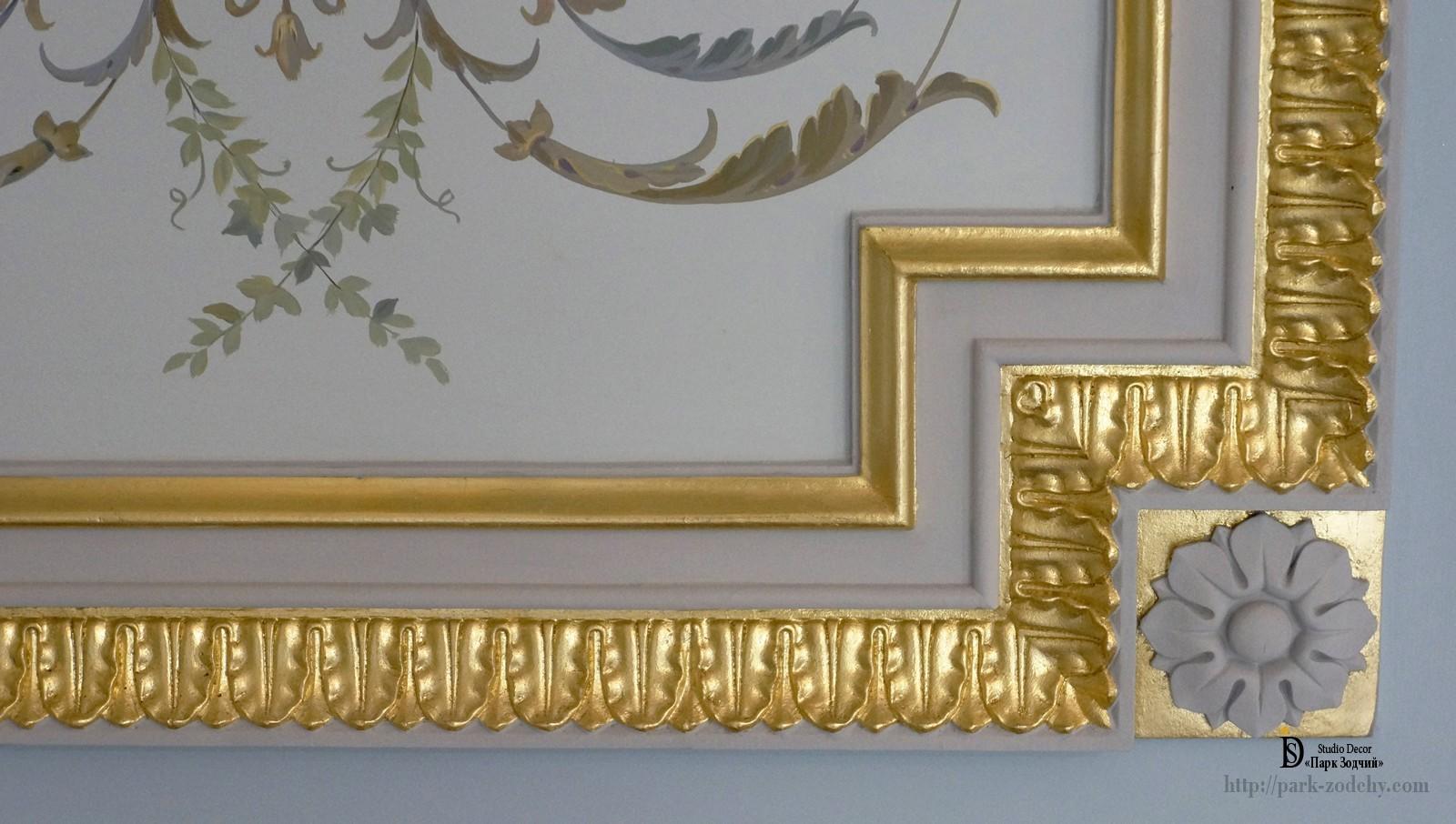 Позолоченное лепное зеркало