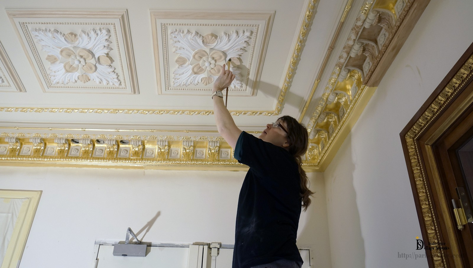 Preparation for the gilding of the stucco outlet