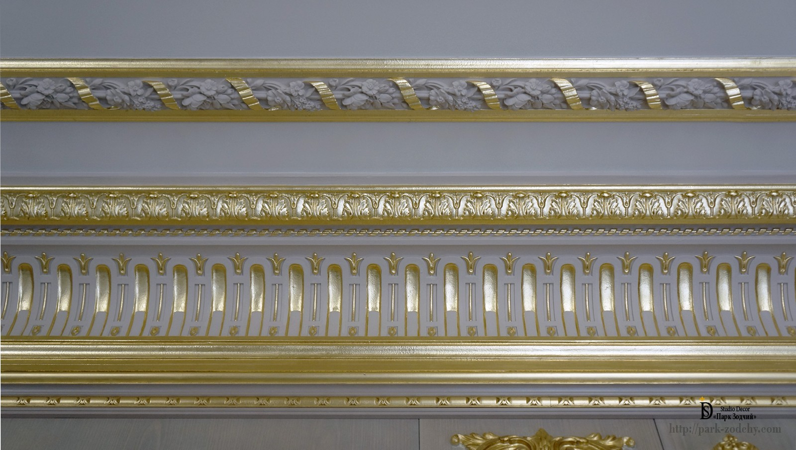 Gilt stucco cornice with spoons