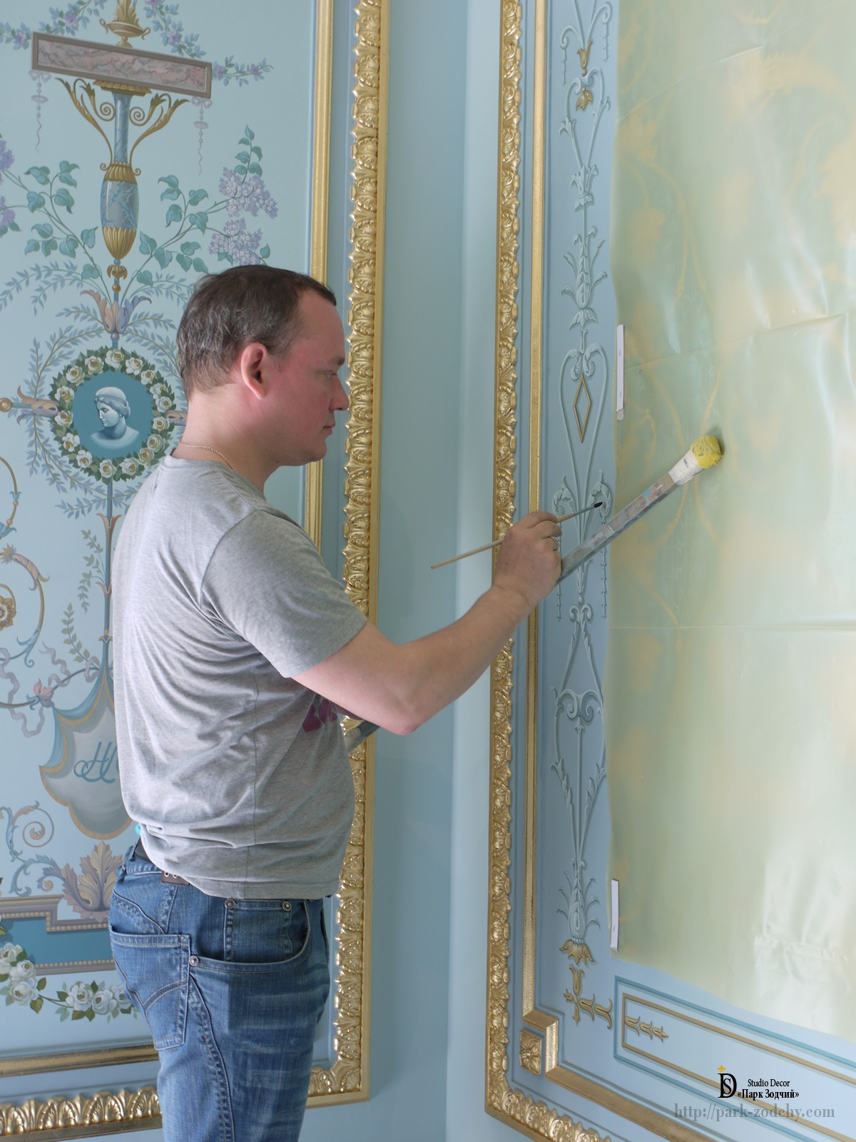 The execution of the painting on the bedroom wall