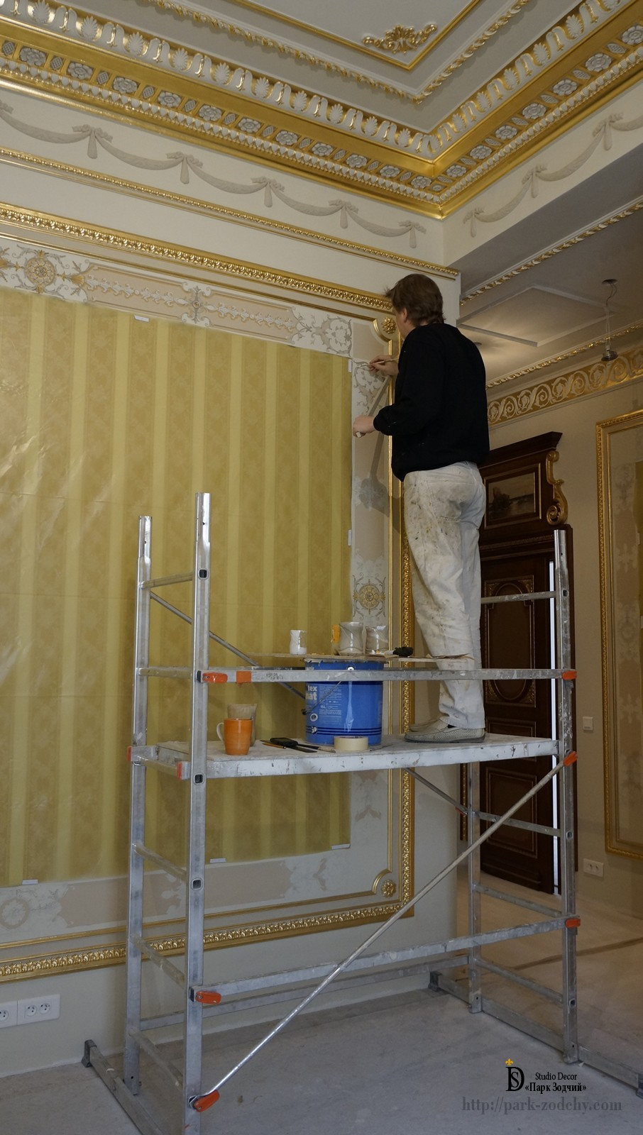 Execution of a mural in the guest room
