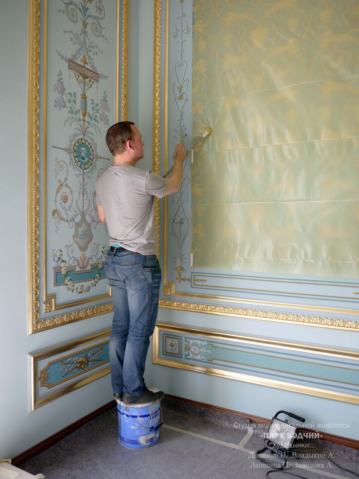 The execution of murals in classic bedroom