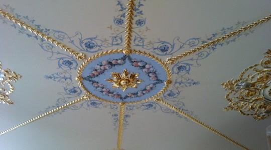 Альфрейная роспись потолка в классическом интерьере