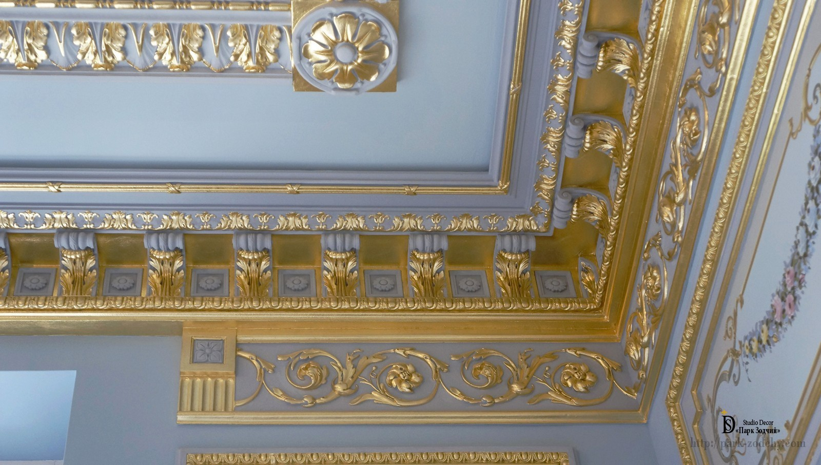 Gilding with gold leaf cornice of plaster moldings
