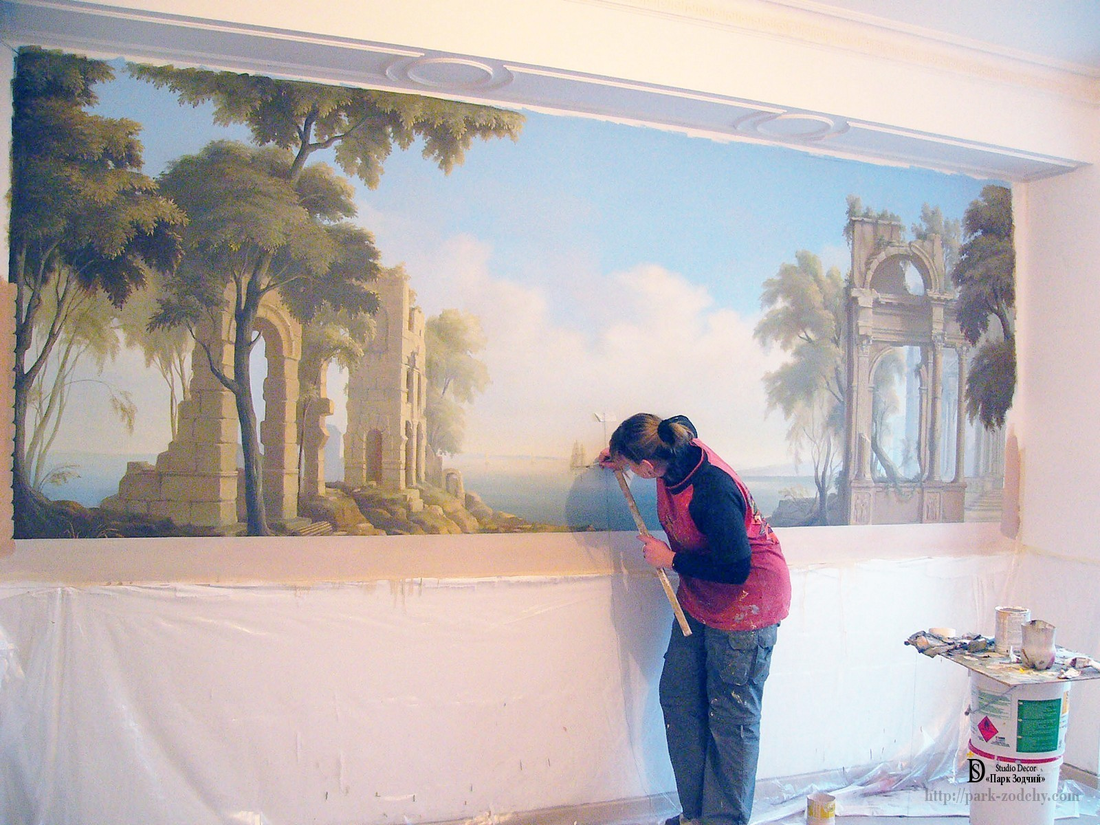 Recreating the trompe l'oeil on the wall of the dining room