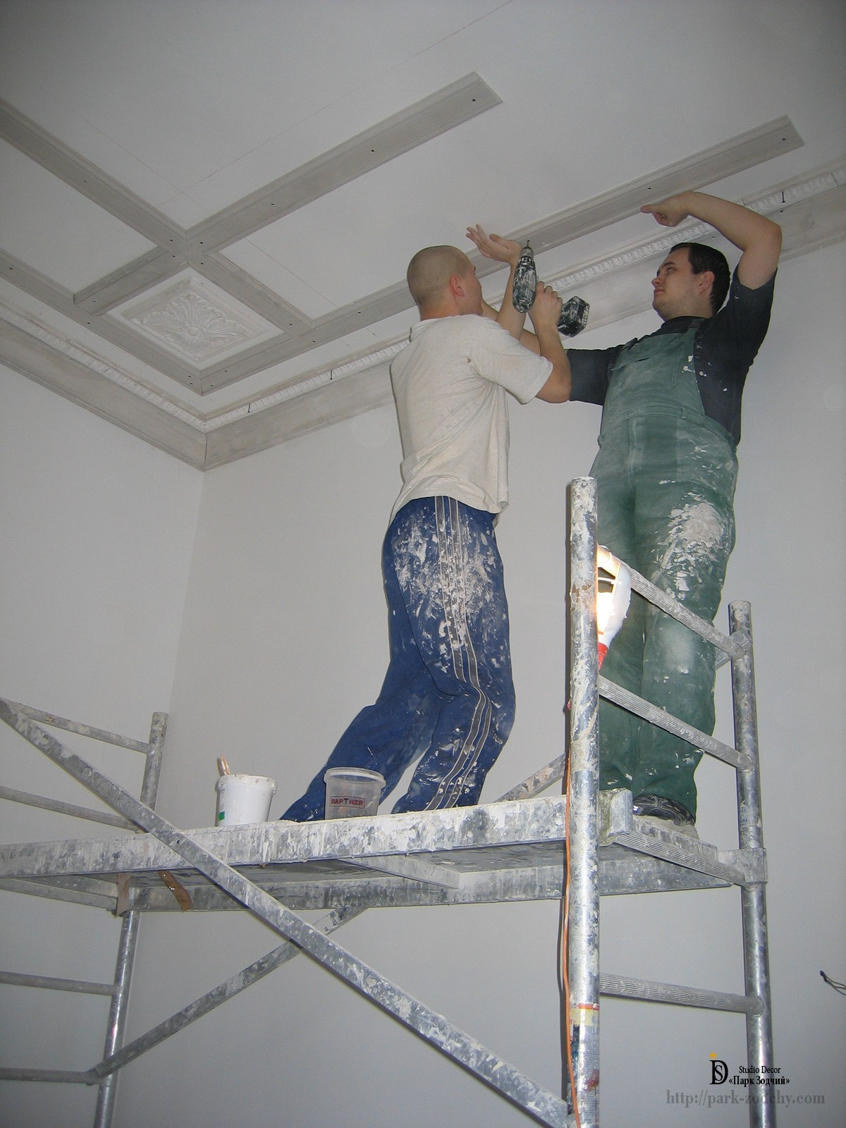 installation of plaster moldings on the ceiling