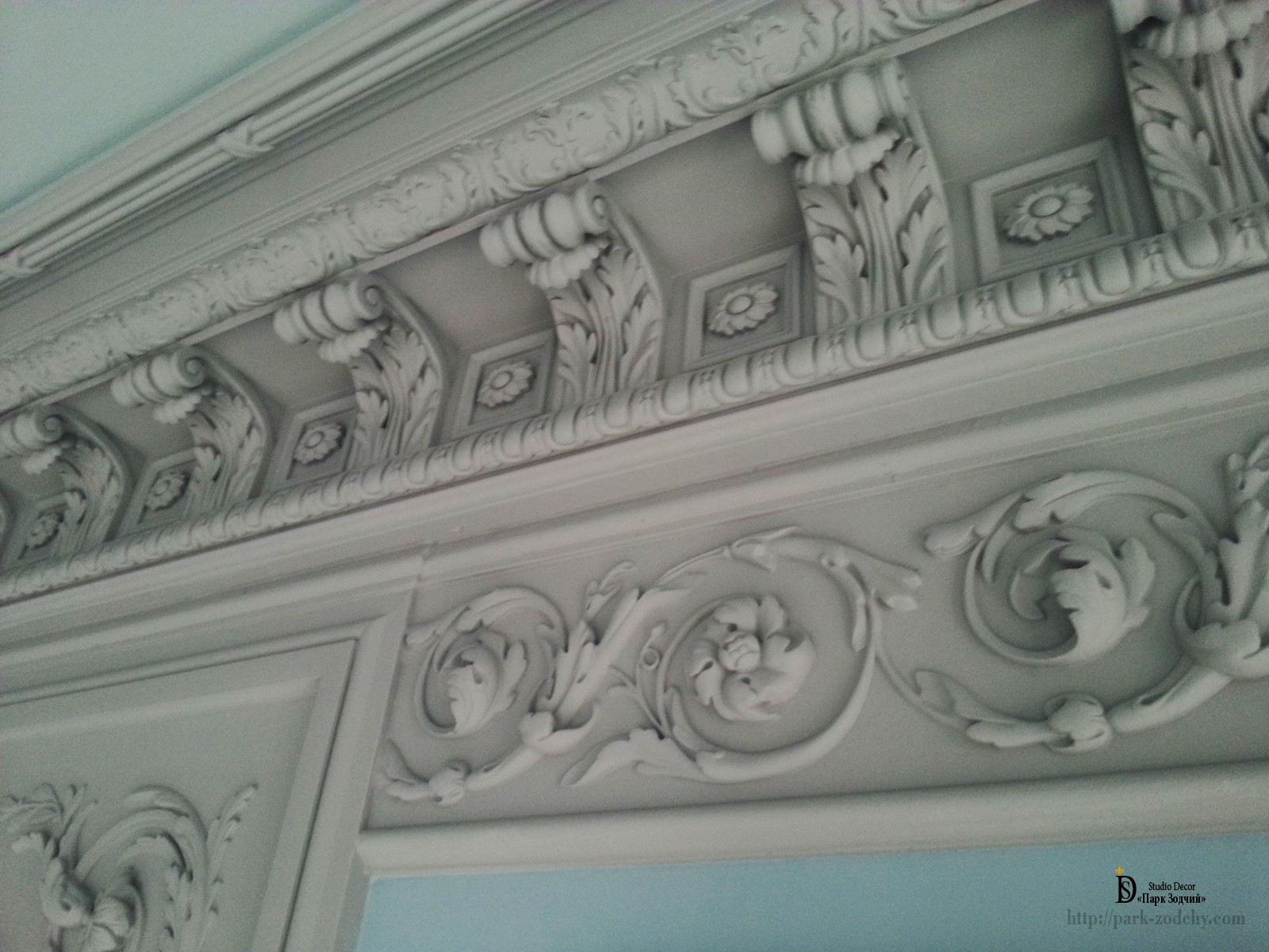 mounting of portal from plaster moldings